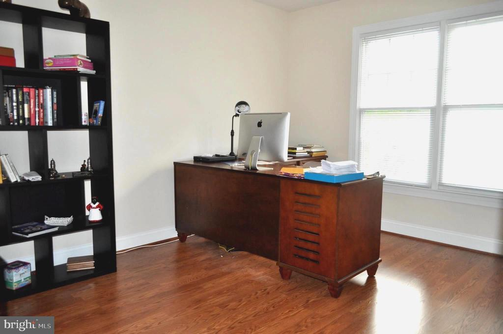 Large office or 3rd bedroom on the upper level. - 1503 S OAKLAND ST, ARLINGTON