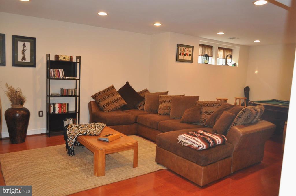 Huge family/game room in lower level. - 1503 S OAKLAND ST, ARLINGTON