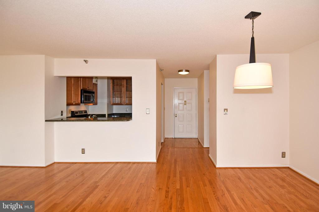 Open Kitchen with breakfast bar - 900 N STAFFORD ST #2328, ARLINGTON