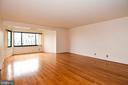 Empty living room - 900 N STAFFORD ST #2328, ARLINGTON