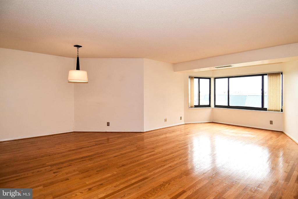 Another shot of the HUGE living space - 900 N STAFFORD ST #2328, ARLINGTON