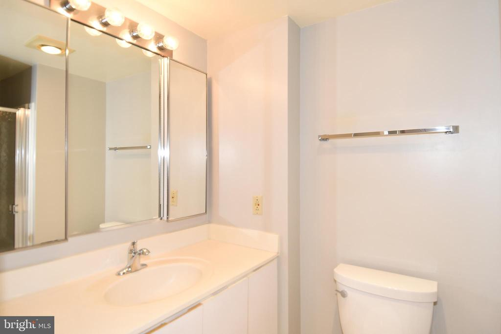 Second Bath - 900 N STAFFORD ST #2328, ARLINGTON