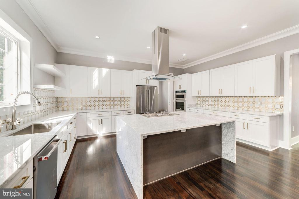 Chefs Kitchen w/Large Marble Island - 4030 18TH ST S, ARLINGTON