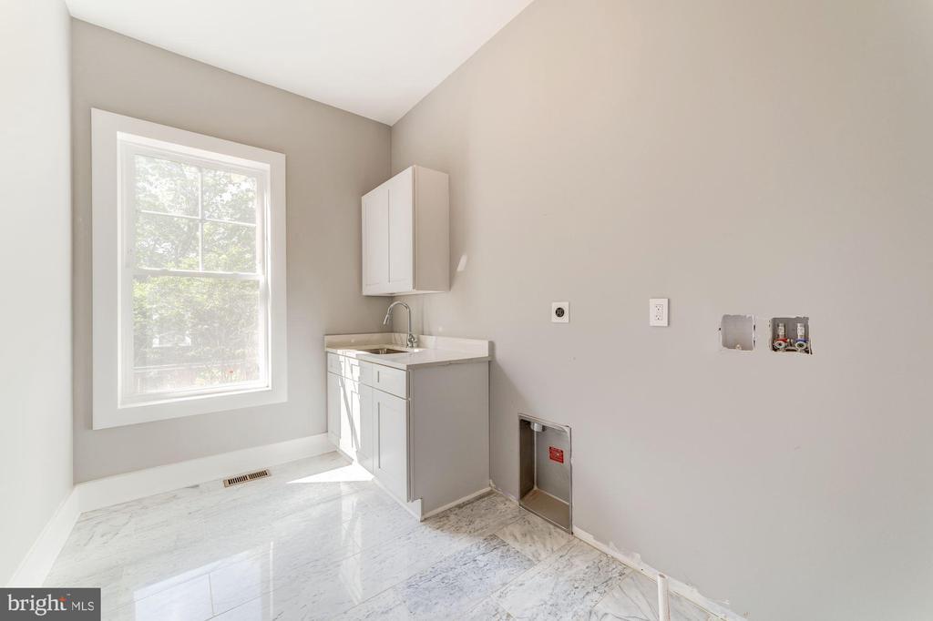 Laundry Room - 1st Floor off Mudroom - 4030 18TH ST S, ARLINGTON