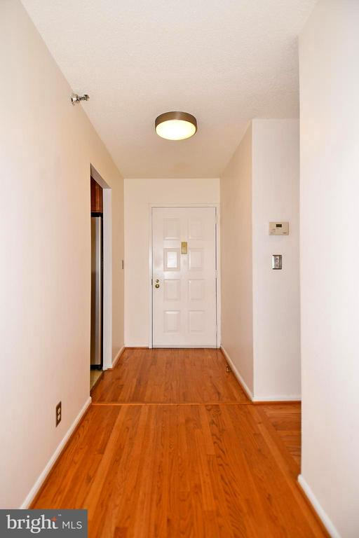 Entry Hall has a closet for your guests' coat - 900 N STAFFORD ST #2328, ARLINGTON