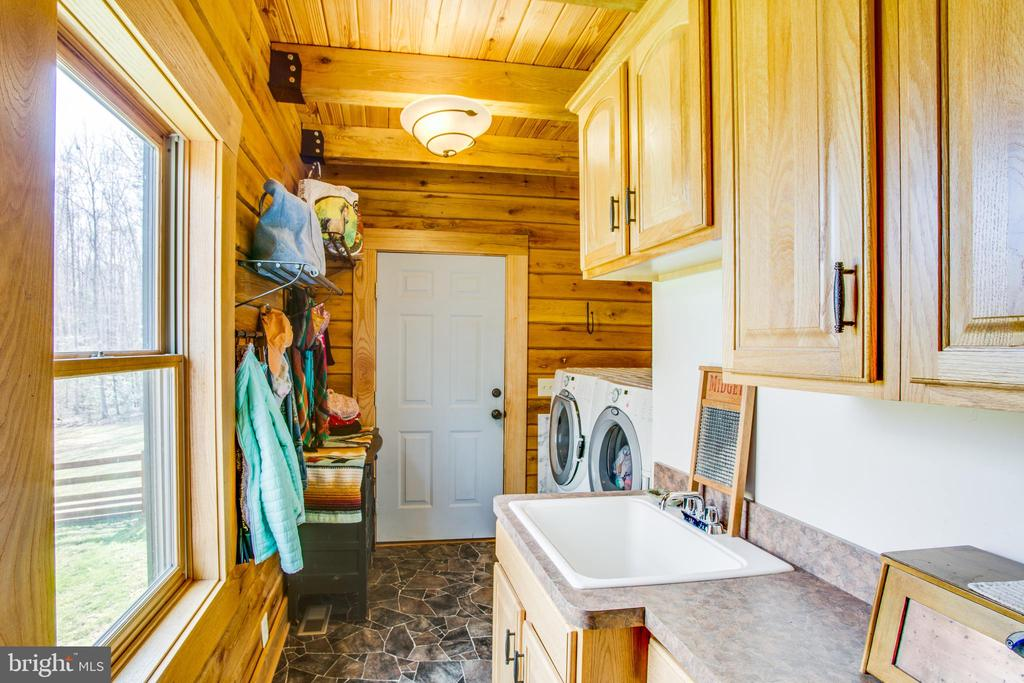 Large Laundry Room with Laundry Sink - 10910 ASTARITA AVE, PARTLOW