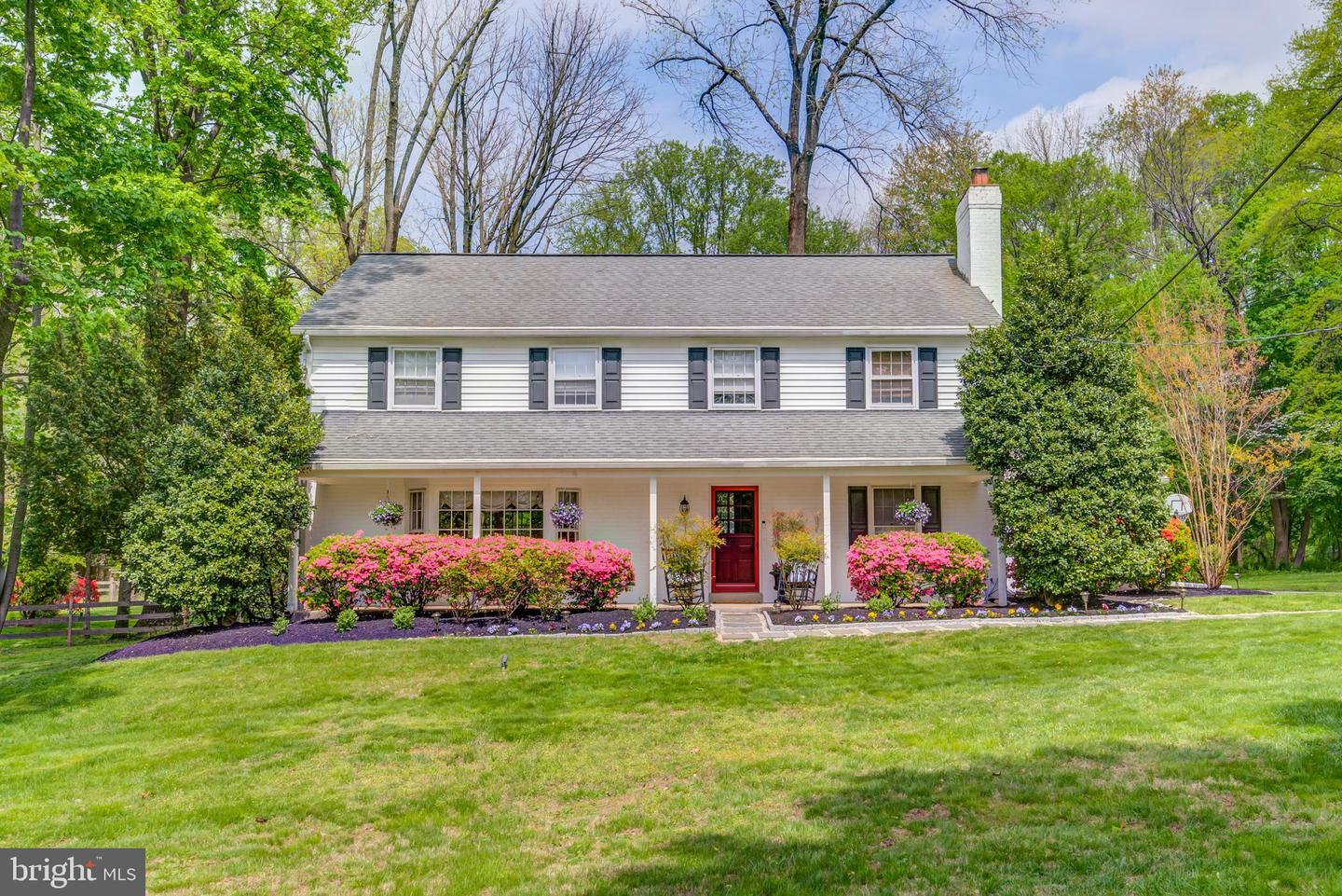 Photo of home for sale at 805 Malin Road, Newtown Square PA
