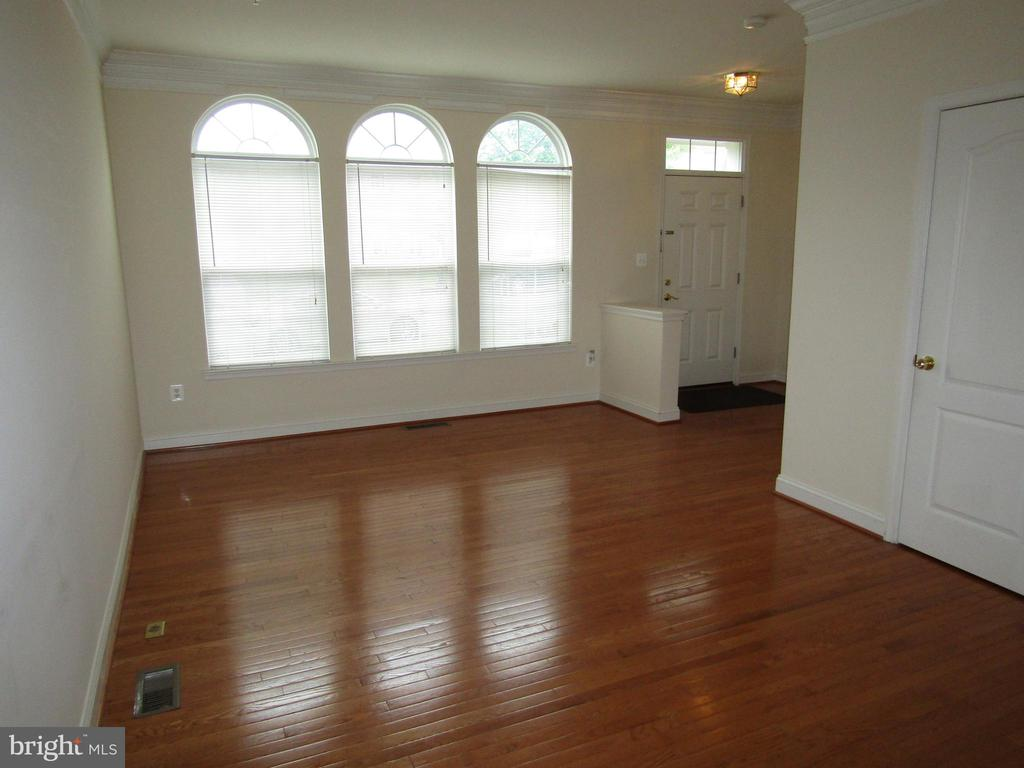 Spacious Home Boasts an OPEN Floor Plan  ! - 12946 CLARKSBURG SQUARE RD, CLARKSBURG