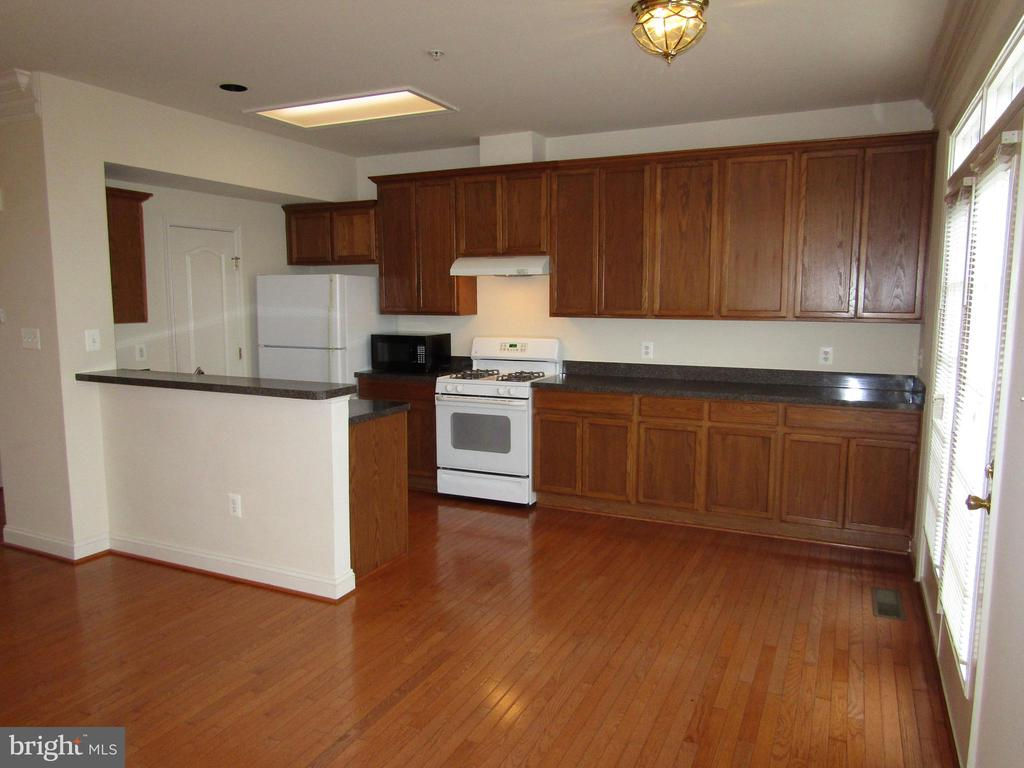 Dining Open to Kitchen! Great for Entertaining !! - 12946 CLARKSBURG SQUARE RD, CLARKSBURG