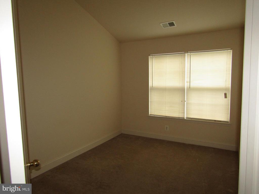 Bedroom # 2 - 12946 CLARKSBURG SQUARE RD, CLARKSBURG