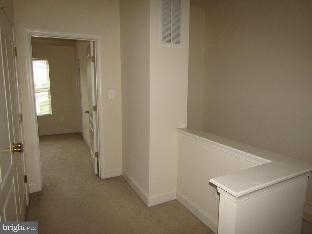 Upper Level Hall with Full Size Laundry! - 12946 CLARKSBURG SQUARE RD, CLARKSBURG