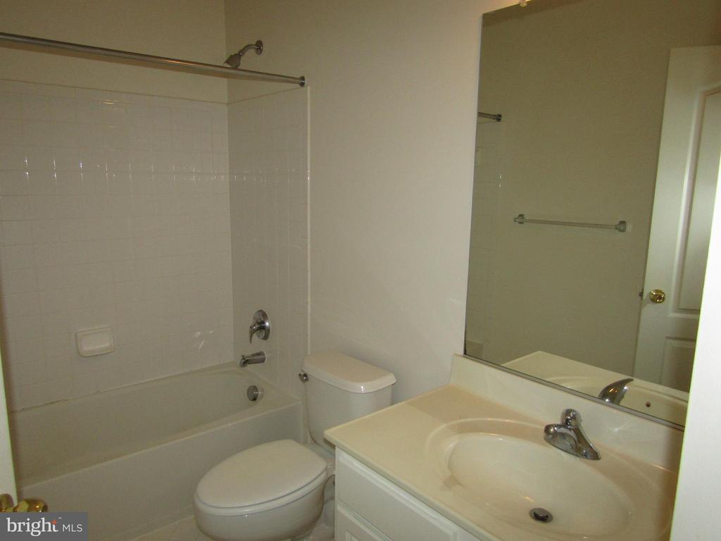 Hall Bath with Tile Floors  and Surrounds! - 12946 CLARKSBURG SQUARE RD, CLARKSBURG