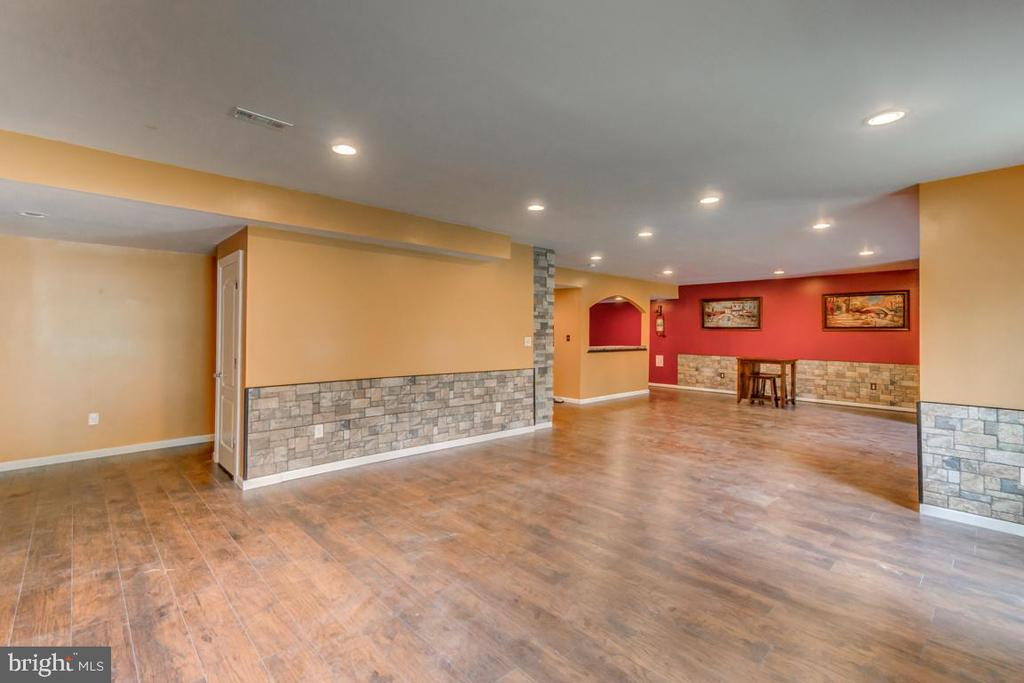 Fully finished basement filled with upgrades! - 31 LIBERTY KNOLLS DR, STAFFORD