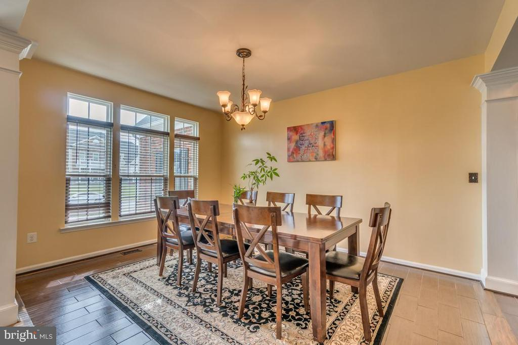 Formal Dining features hardwood floors - 31 LIBERTY KNOLLS DR, STAFFORD
