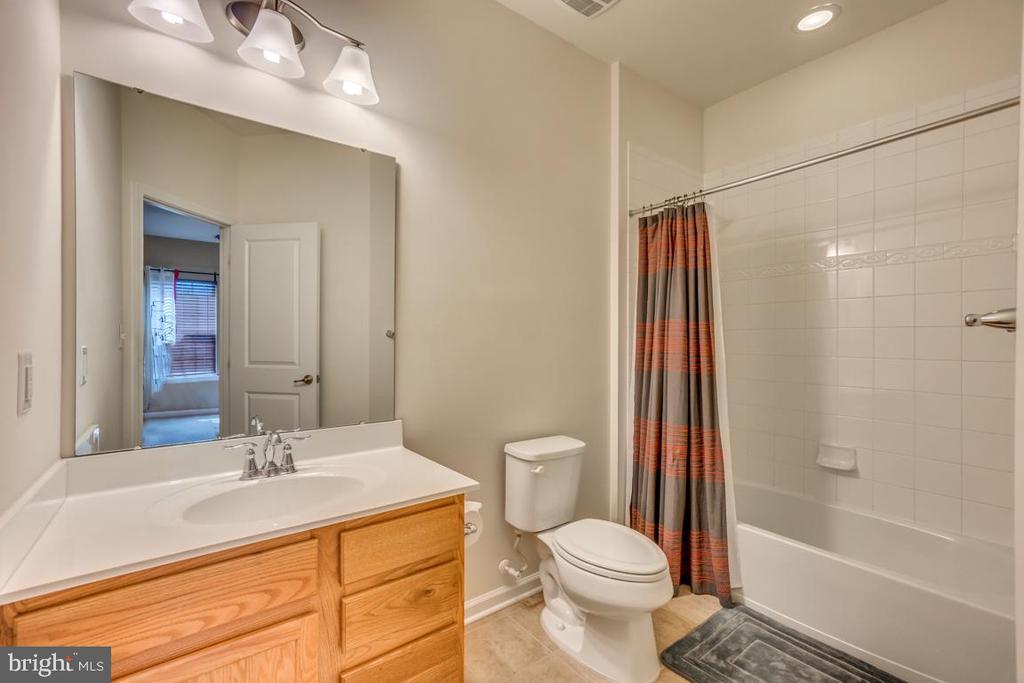 Full bath #4 is on upper level - 31 LIBERTY KNOLLS DR, STAFFORD