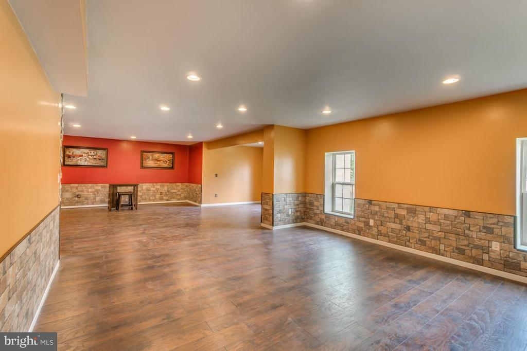 Plenty of natural light in this walk-out basement - 31 LIBERTY KNOLLS DR, STAFFORD