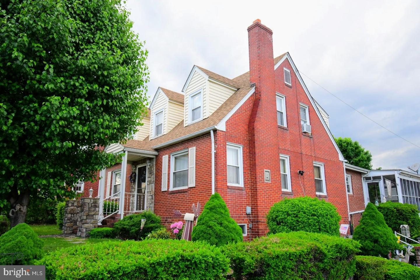 Single Family for Sale at 137 W 14th St Front Royal, Virginia 22630 United States
