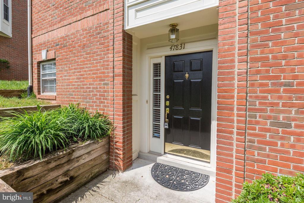 Front Door - 47831 SCOTSBOROUGH SQ, STERLING