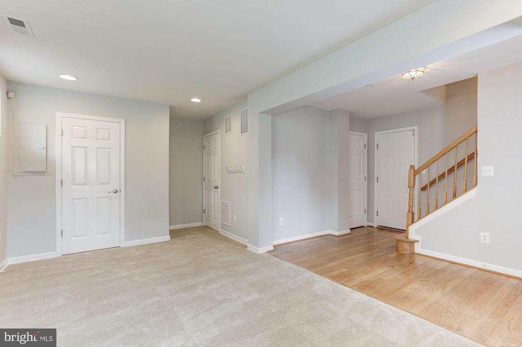 Lower Level Family Room - 47831 SCOTSBOROUGH SQ, STERLING
