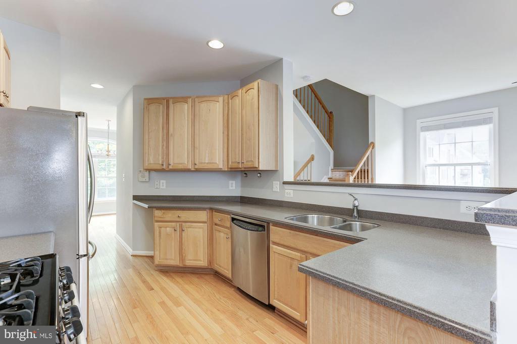 Kitchen - 47831 SCOTSBOROUGH SQ, STERLING