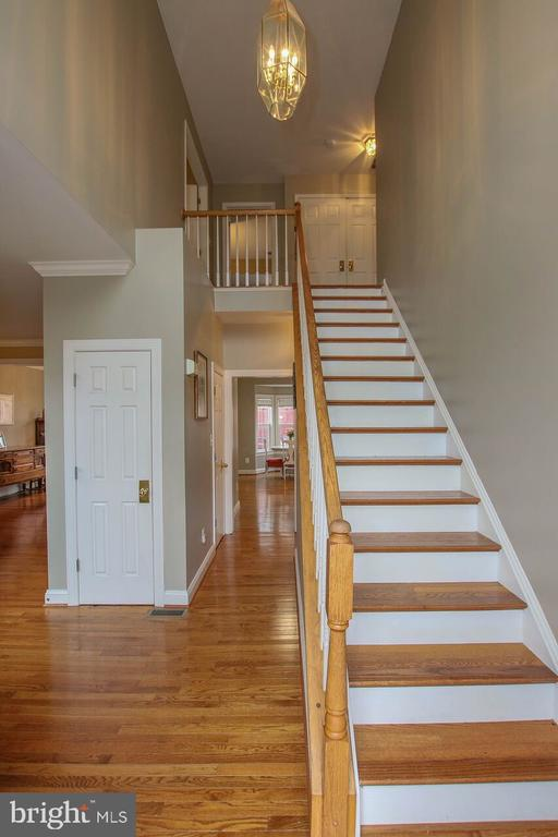 Two story foyer - 47745 ALLEGHENY CIR, STERLING
