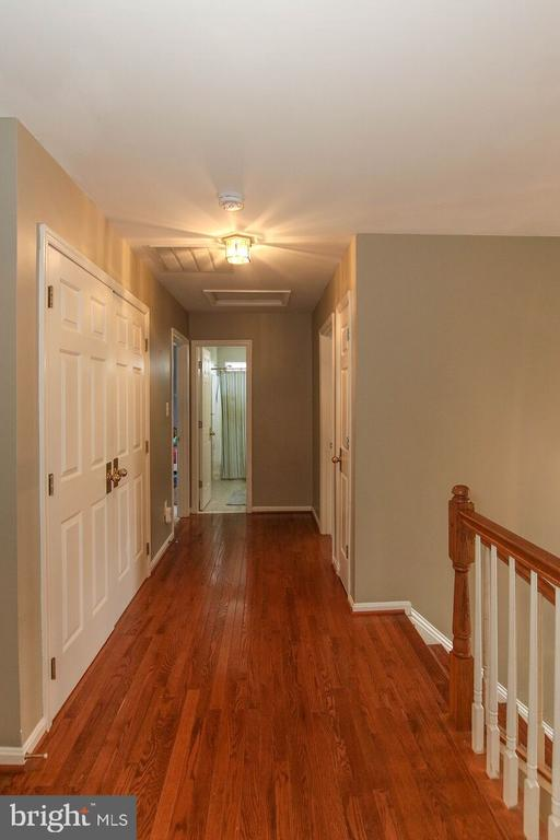 Hardwood upper level level hallway - 47745 ALLEGHENY CIR, STERLING