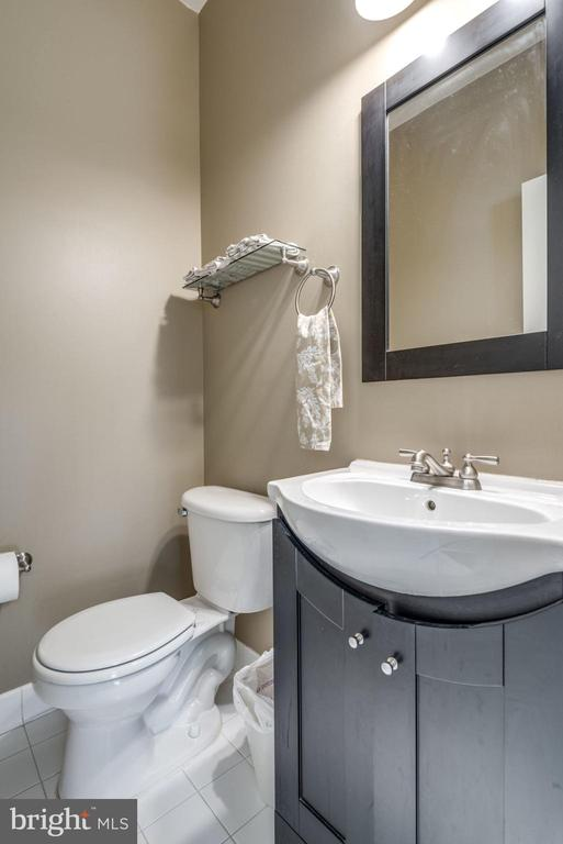 Half Bathroom On Main - 20980 KITTANNING LN, ASHBURN