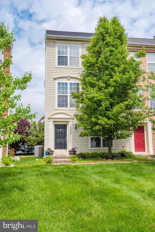 Turnkey Ashburn Village End Unit - 20980 KITTANNING LN, ASHBURN