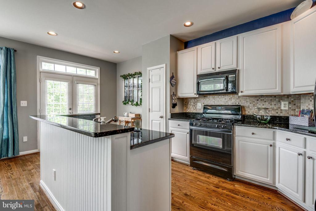 Beautiful White Kitchen - 20980 KITTANNING LN, ASHBURN