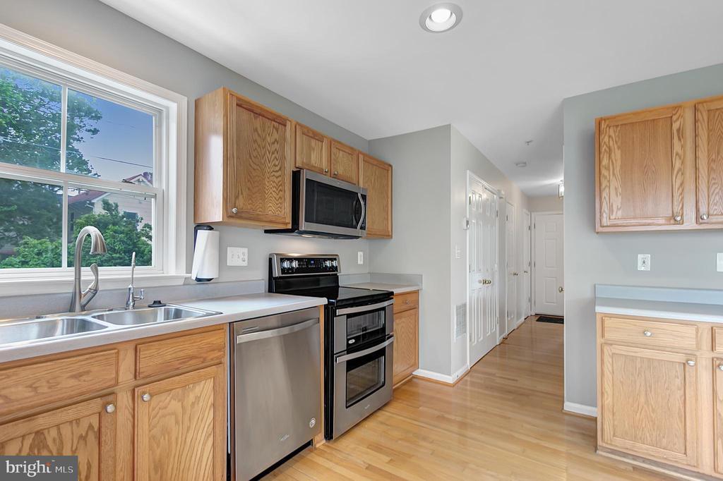 Huge kitchen pantry - 1001 MONTGOMERY ST, LAUREL