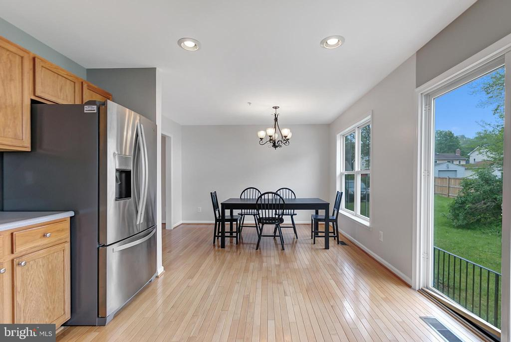Dining area with green space view - 1001 MONTGOMERY ST, LAUREL