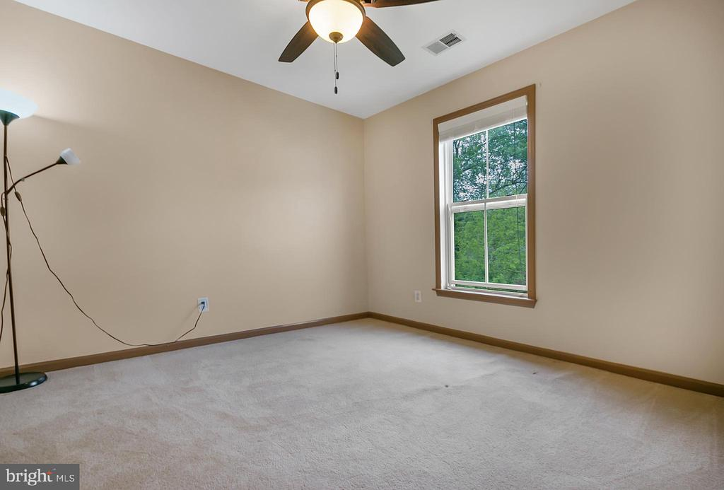Third bedroom with green space view - 1001 MONTGOMERY ST, LAUREL