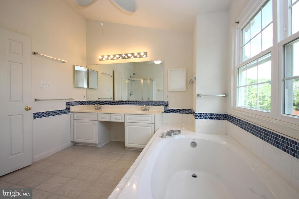 Double Vanity in Master Bath - 1 KIMBERLY DR, STAFFORD