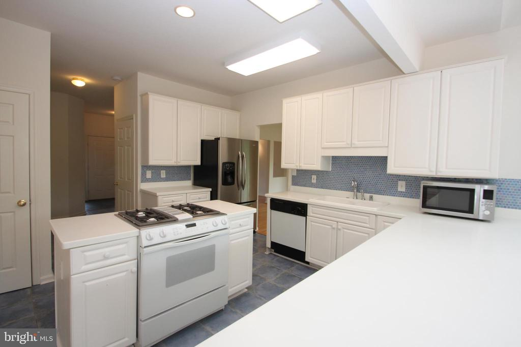 Kitchen with Down-Draft Cooktop/Island - 1 KIMBERLY DR, STAFFORD