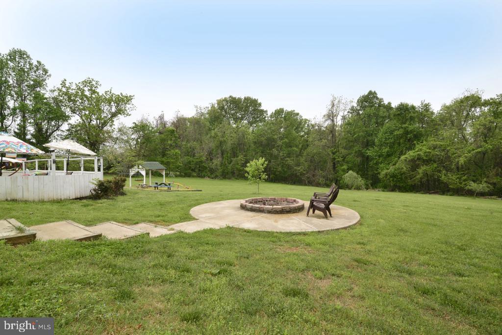 Firepit in Backyard - 17969 BATTLE PEAK CT, HAMILTON