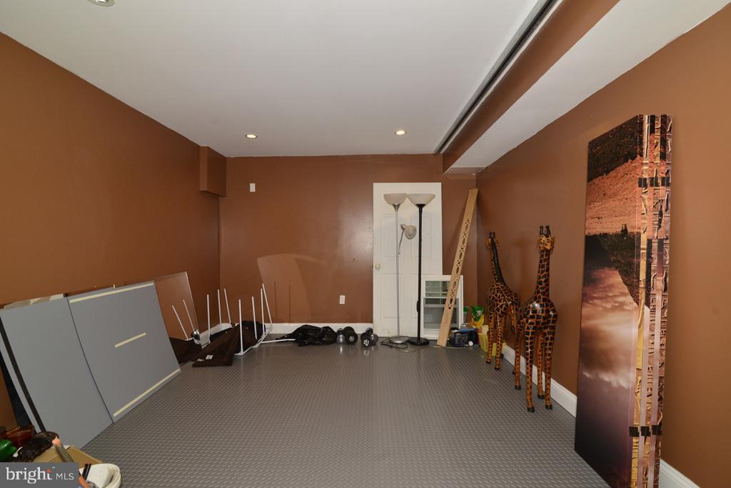 Lower Level Utility Room - 17969 BATTLE PEAK CT, HAMILTON