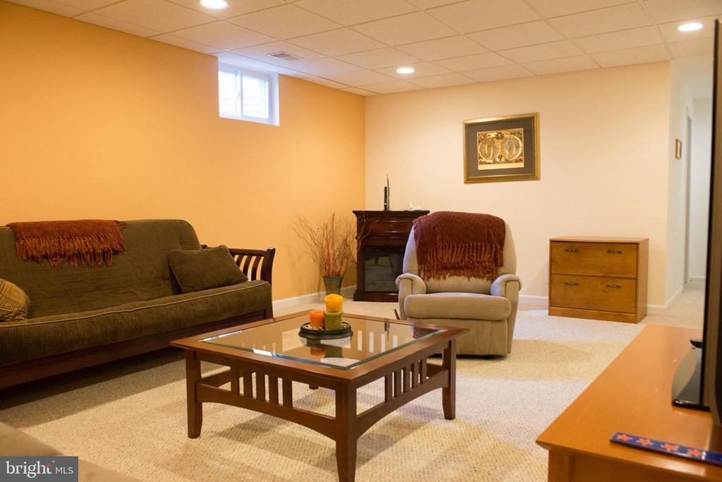 family room - 14069 SADDLEVIEW DR NW, NORTH POTOMAC