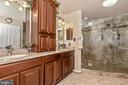 Custom cabinets and granite tops - 1808 GREYSENS FERRY CT, POINT OF ROCKS