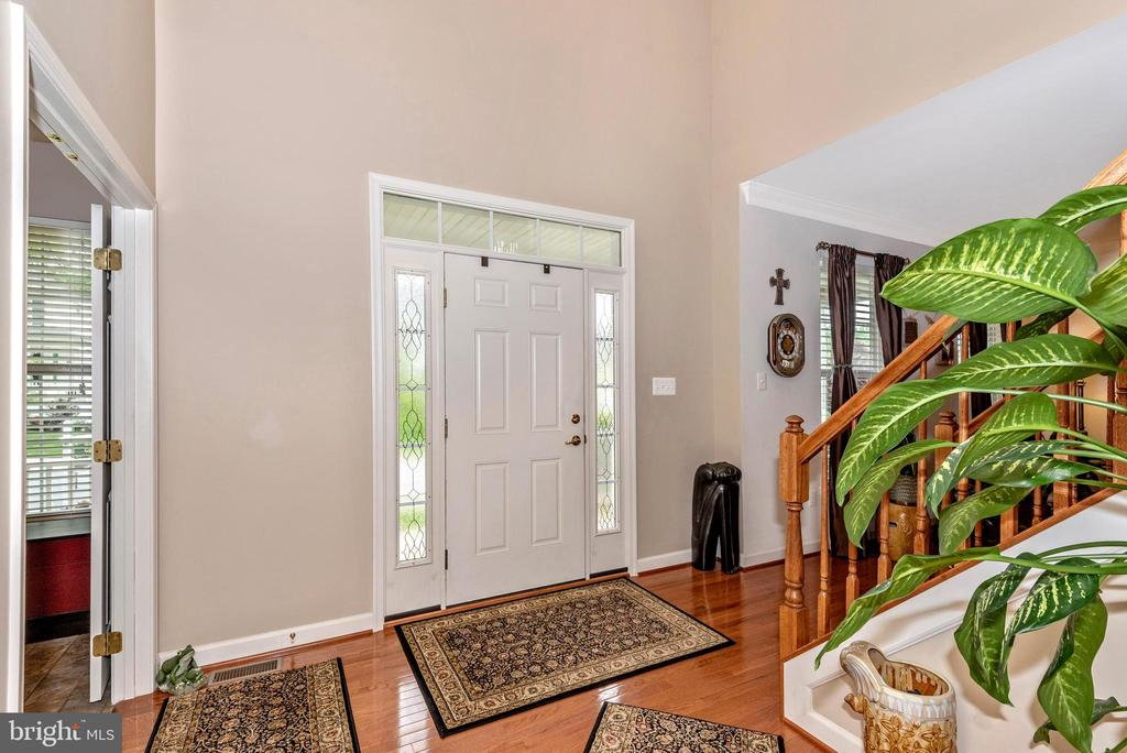 Front interior entry door - 1808 GREYSENS FERRY CT, POINT OF ROCKS