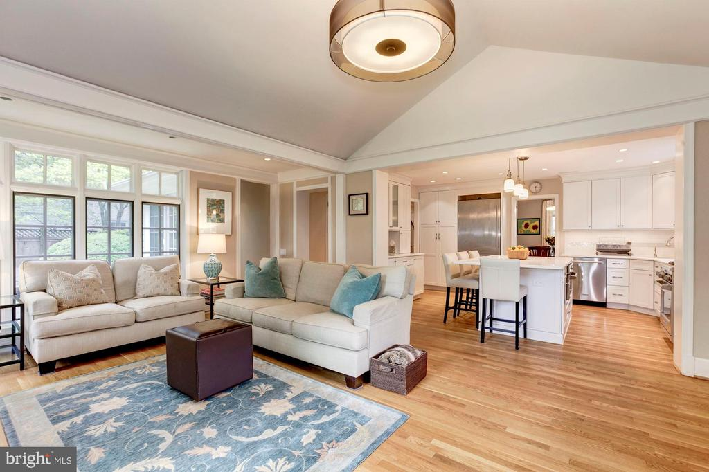 Family Room Adjacent to Kitchen - 4810 ESSEX AVE, CHEVY CHASE