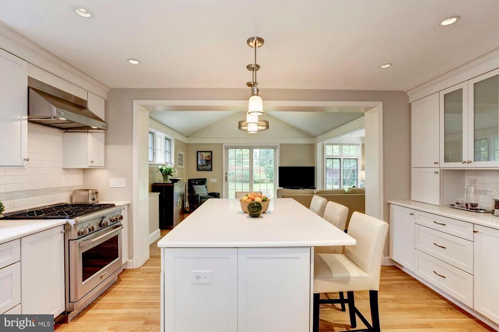 Bright Modern Kitchen - 4810 ESSEX AVE, CHEVY CHASE