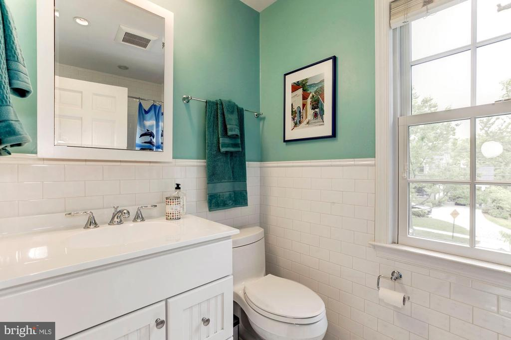 Full Bathroom - 4810 ESSEX AVE, CHEVY CHASE