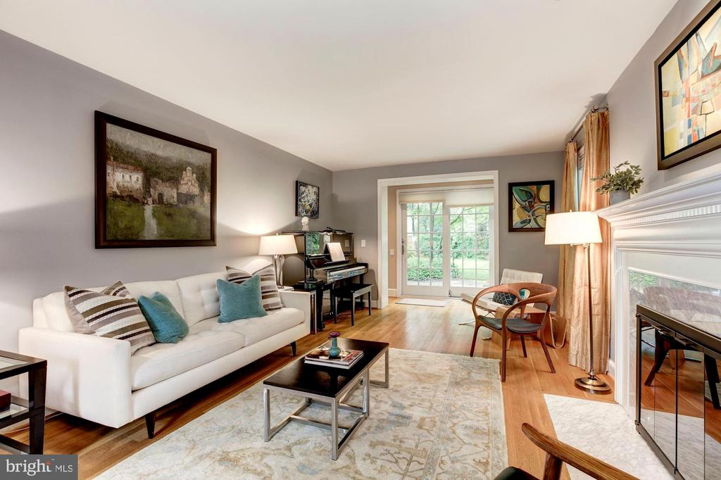 Living Room Opens to Patio - 4810 ESSEX AVE, CHEVY CHASE