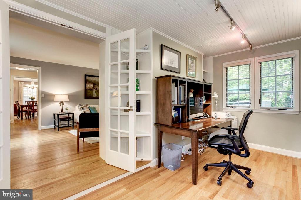 Sunroom or Office Adjacent to Living Room - 4810 ESSEX AVE, CHEVY CHASE