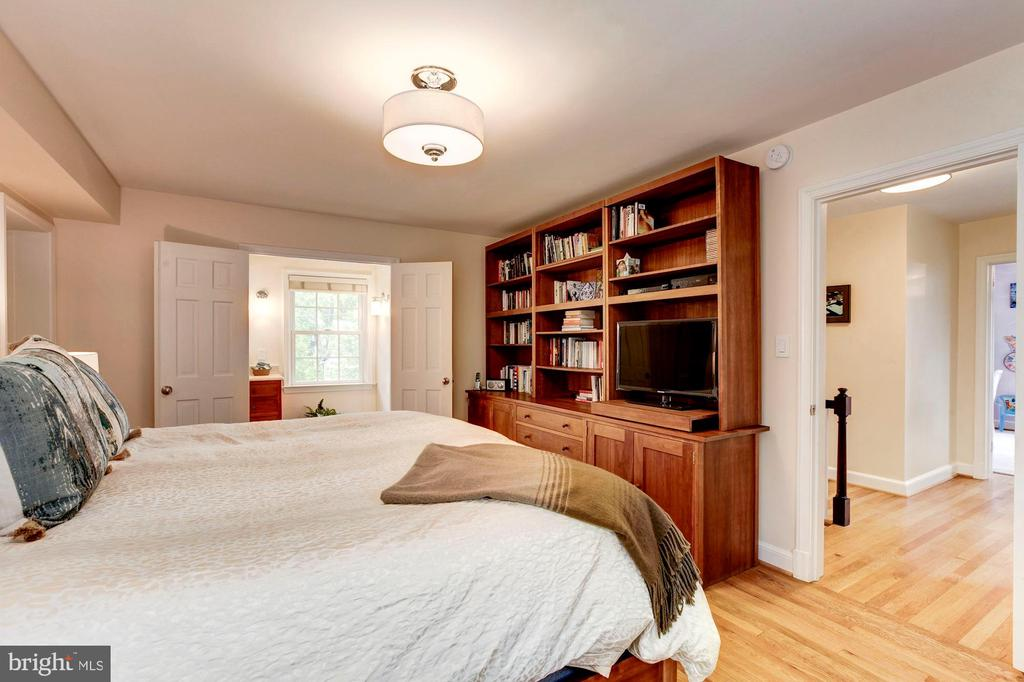 Master Bedroom with Built-ins - 4810 ESSEX AVE, CHEVY CHASE