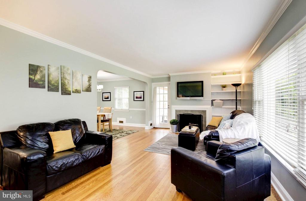 Living room with hardwood floors - 3103 CREST AVE, CHEVERLY