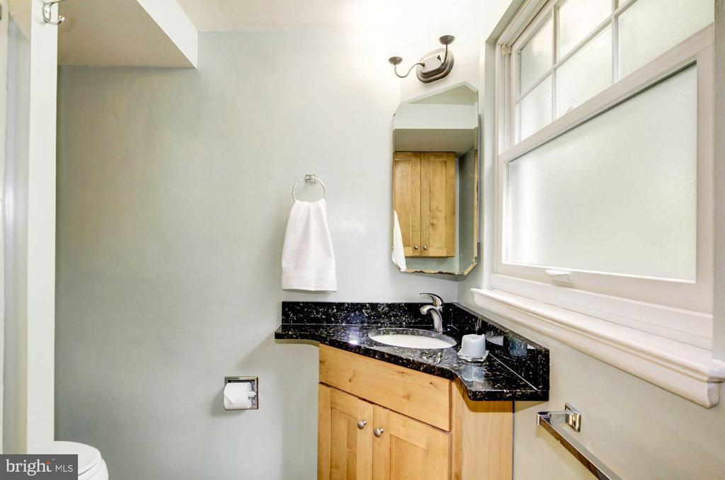 Full bath on main level - 3103 CREST AVE, CHEVERLY