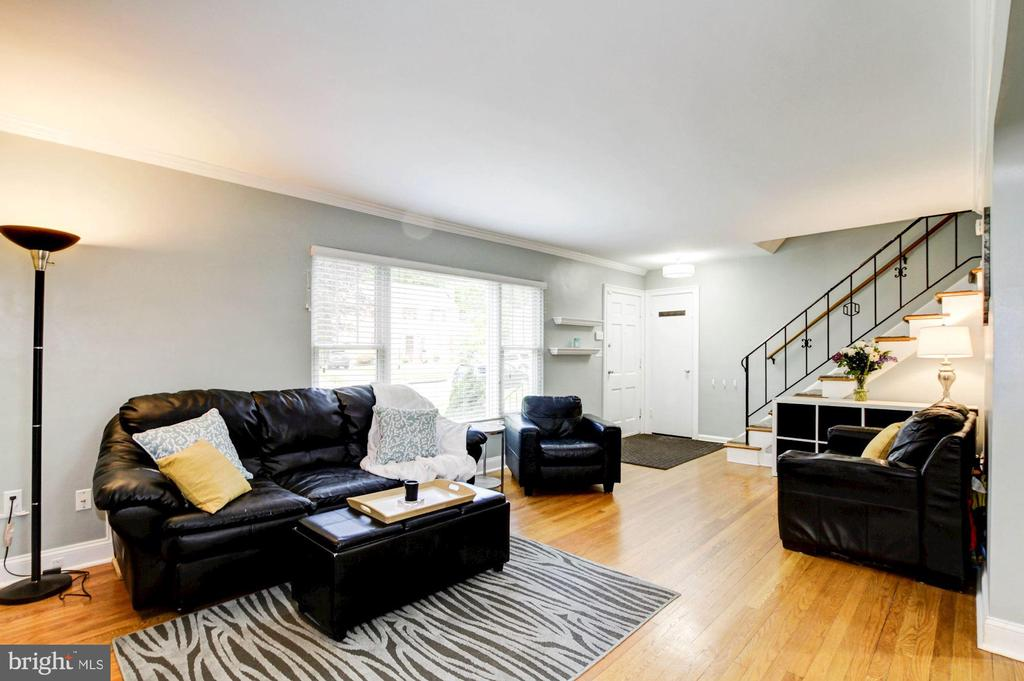 Lots of natural light - 3103 CREST AVE, CHEVERLY