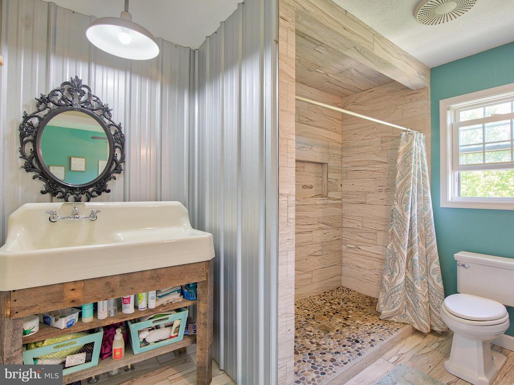 Custom Design in the Master Bath ~ - 87 LONESOME FLATS RD, FRONT ROYAL