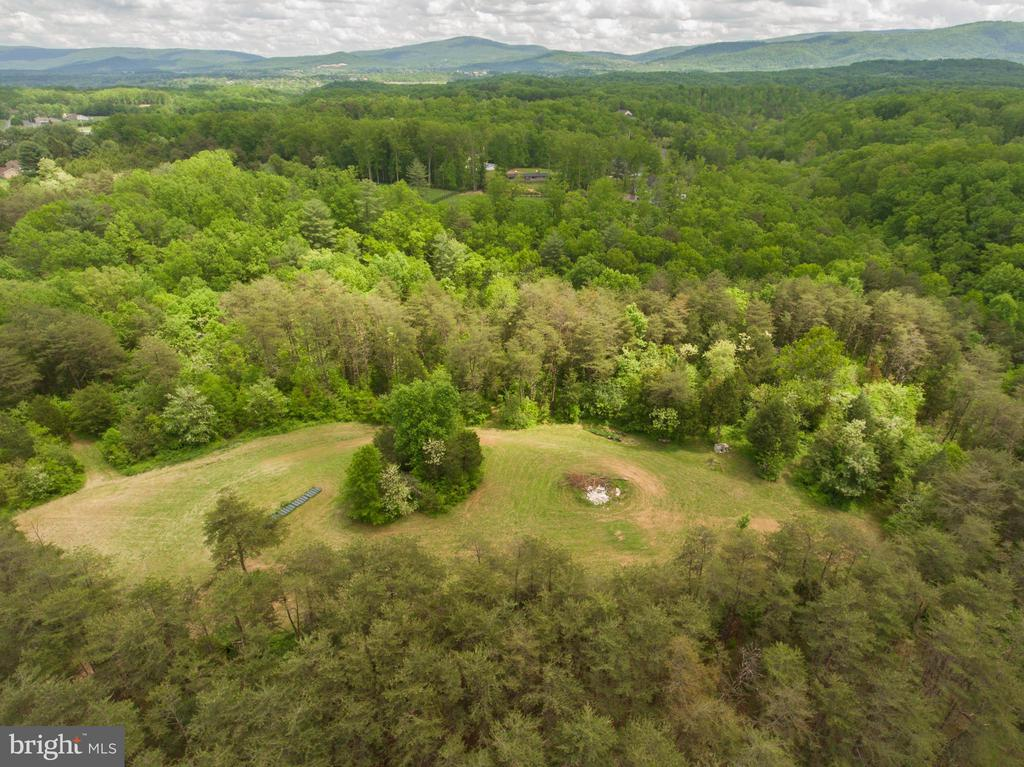 Private acreage! - 87 LONESOME FLATS RD, FRONT ROYAL